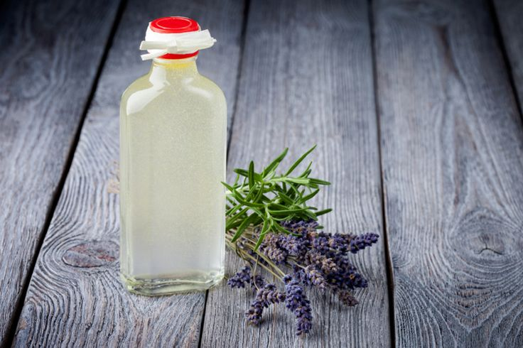 DIY All Natural Eye Makeup Remover Ingredients: • 2 Tbsp witch hazel (you can even use lavender or rose petal) • 2 Tbsp natural oil (such as jojoba oil, almond oil, etc.) • 2 Tbsp water (filtered water is suggested)
