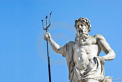 Σύμβολο του θεού της θάλασσας Ποσειδώνα είναι η τρίαινα, την οποία σύμφωνα με τον μύθο χάρισαν στον Ποσειδώνα οι μυθικοί Τελχίνες. Τι...