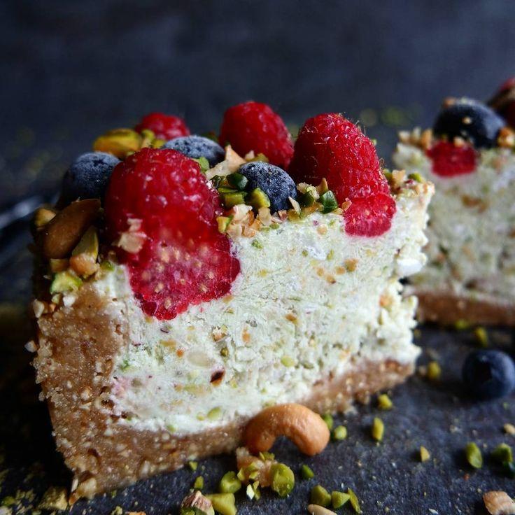 Happy Friday  Lime Pistachio Icecake with cashewnuts and Dates Base #glutenfreeliving #vegancake #glutenfreecake #fruits #früchte #beautifulcuisines #feedfeed @thefeedfeed #hautecuisines #gloobyfood @food_glooby #f52grams #diewocheaufinstagram #yahoofood #backen #backenistliebe #backenmitliebe #healthycake #vscofood #foodwinewomen #thatsdarling #mutfakgram #kuchen #lecker #yahoofood  #rsreboot #denemenlazim #ahealthynut #bestofvegan #buzzfeast #eatbetternotless #ichliebefoodblogs