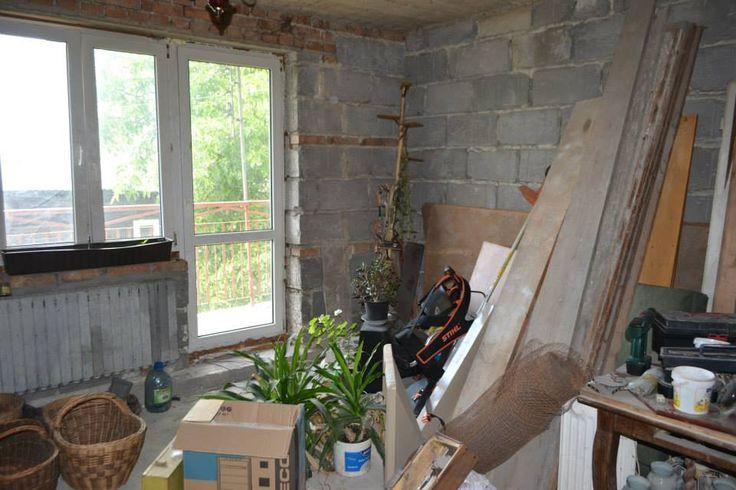Tu mamy nowe w miarę okno także ten koszt nam odpada . Tata zrobi wylewkę i wytynkuje ściany. materiały budowlane na dzisiejszy dzień już zostały dostarczone !!! Prace wystartowały  :)