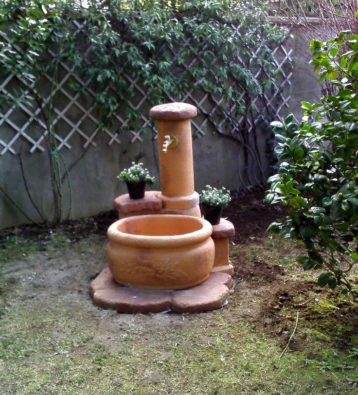 Fontana da giardino in pietra ricostruita mod azalea finitura mattone localit serino - Fontane da giardino in pietra ...