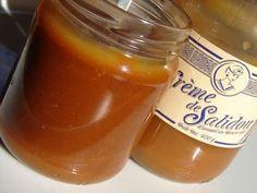 La crème de Salidou (crème de caramel) 240 g de sucre semoule 80 ml d'eau 100 g de beurre salé 150 ml de crème liquide