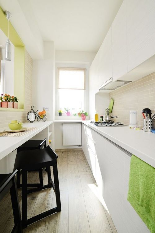 small kitchen, great use of space (via homedit)