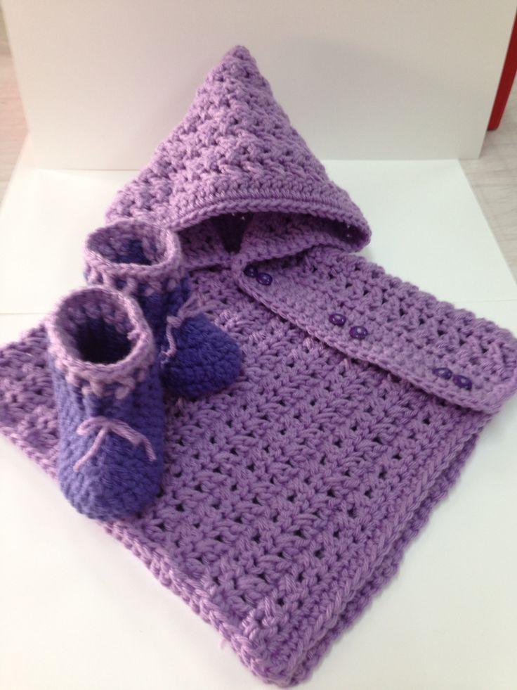 Conjunto Para Bebe Poncho Con Capucha Y Botitas A Crochet