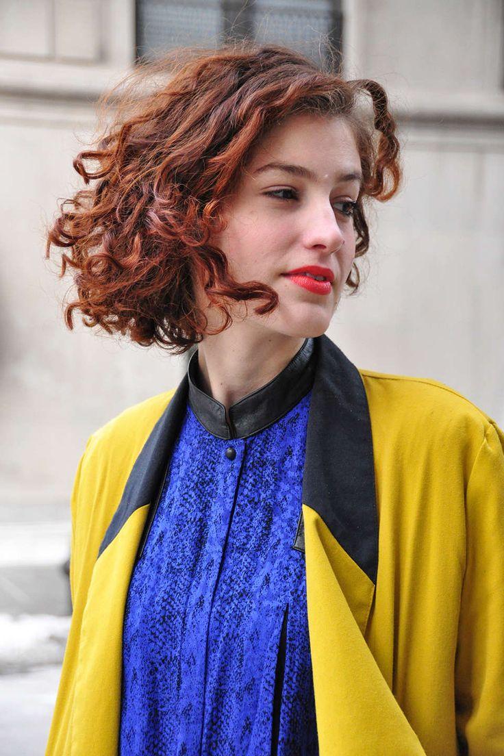 Wir haben die Straßen der Modemetropolen beobachtet und trafen auf leuchtend rote Lippen, wilde Mähnen und Haarfarben von Grau bis Kupfer