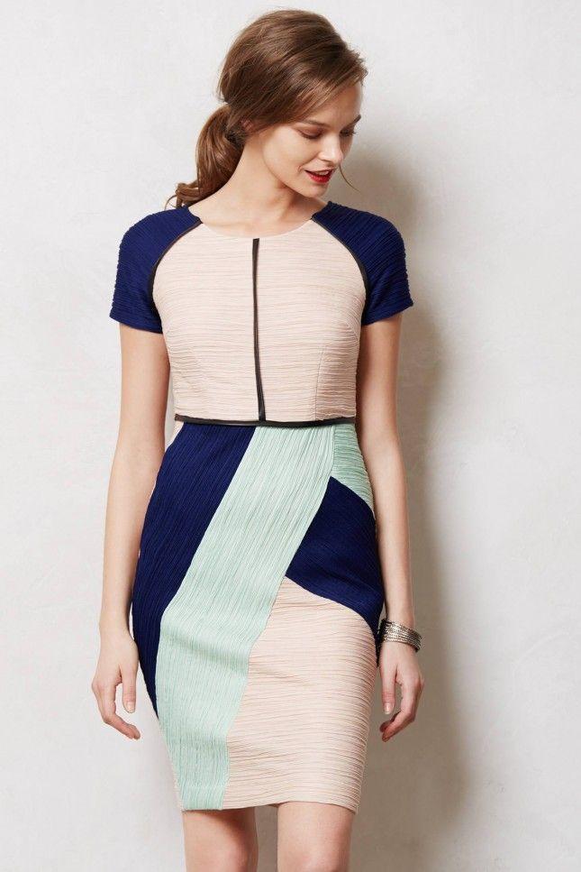 秋冬にぴったりの幾何学ドレス♪ 結婚式のお呼ばれドレスの参考例まとめ。