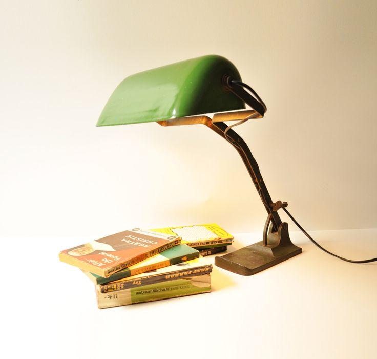 1000 kr. Antique Banker's Desk Lamp - Art Deco Library Light - Green Enamel Shade - Cast Iron by thelittlebiker on Etsy https://www.etsy.com/dk-en/listing/275195908/antique-bankers-desk-lamp-art-deco