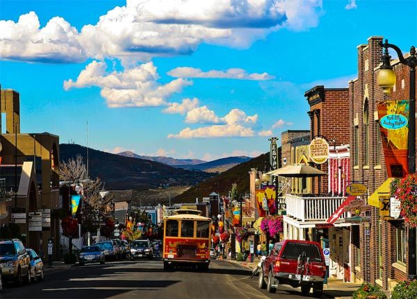 Best of Park City for the ultimate group getaway - hotels, restaurants, nightlife, golf courses, spas and activities (LastBash.com)