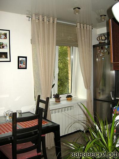 Римские шторы и шторы на петлях на кухне