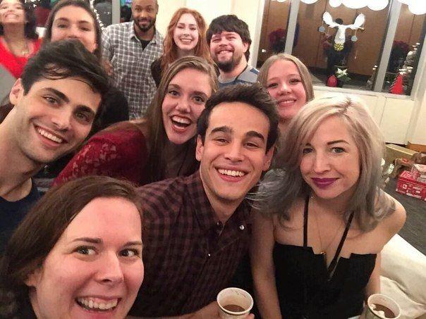 """#TMI #TheMortalInstruments #Shadowhunters #Movie   5 декабря, актеры сериала """"Сумеречные охотники"""" встречались с фанатами, победителями конкурса от создателей сериала, встреча прошла в Нью Йорке, на которой была и Кассандра Клэр. Победители конкурса получили в подарок книги, от самой главной сумеречной писательницы."""