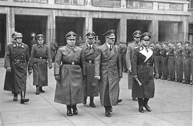 1941, Allemagne, Berlin, Martin Bormann, Julius Schaub, Adolf Hitler, Karl Brandt et Erhard Milch aux funérailles de Werner Mölders