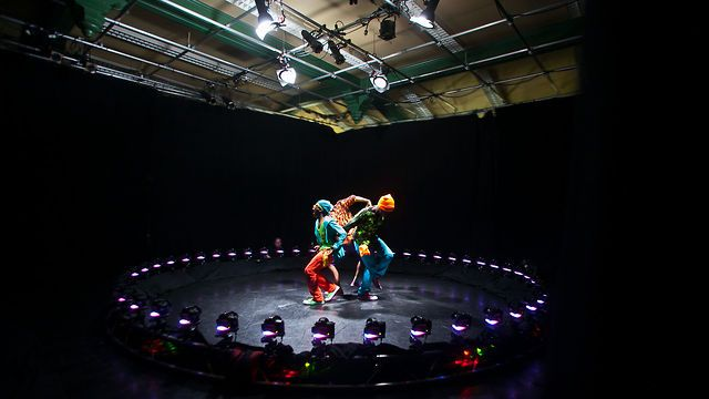 "The 360 Project - Behind the Scenes by Zelig Sound: Composition & Sound. ""The 360 Project"" is an exploration into the crossroads of photography and motion pictures. It is a study of peak dance movements, captured simultaneously by 48 cameras aligned in a circle."