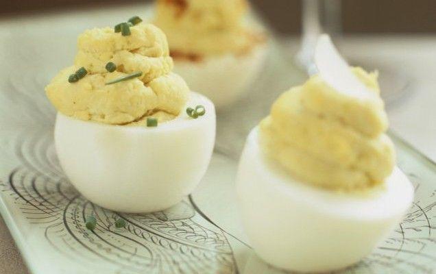 Αυγά γεμιστά με πατάτες και μαγιονέζα - iCookGreek