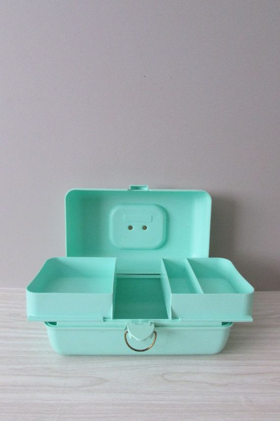 vintage CABOODLE pastel green makeup storage box // 2 by simplychi, $28.00