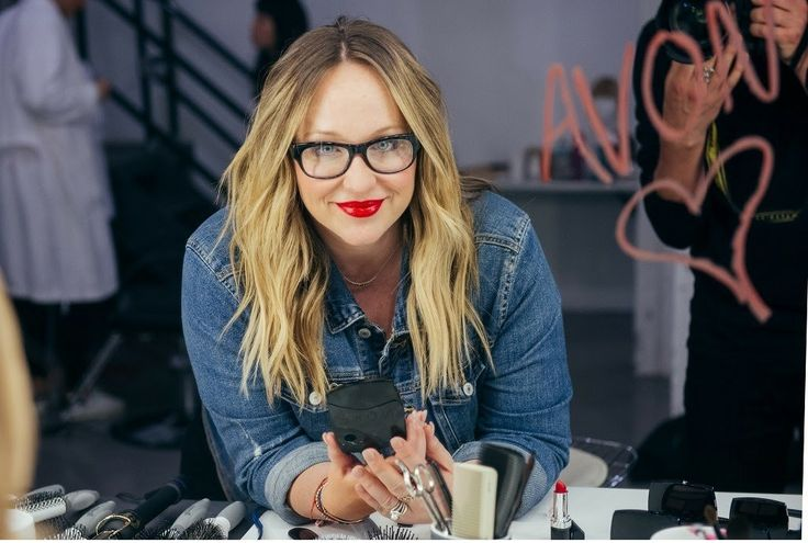 Makeup artist Kelsey Deenihan is a hit with celebrities (her clients include Lucy Hale and Laura Dern)—and with us! Kelsey, who has been working with the mark. brand for a few years, has now signed on to represent Avon, as well. So, what does that mean for you? Now, you can expect even more of her expert advice, insider tips, and gorgeous makeup tutorials. We sat down with the Los Angeles native to talk favorite products, pro tricks, and the must-have makeup look for spring.