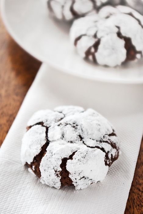 Mexican chocolate crackle cookies. #dessert, #chocolate, #cookies