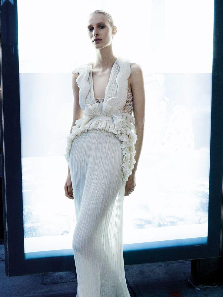 Julia Nobis In 'Manhattan' By Daniel Jackson For Vogue Australia December 2016 — Anne of Carversville  http://www.anneofcarversville.com/style-photos/2016/11/20/julia-nobis-in-manhattan-by-daniel-jackson-for-vogue-australia-december-2016