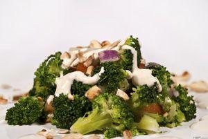 Brokkoli saláta ~ Receptműves