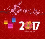 O ano novo chinês 2017, o fundo com lanterna e a ameixa florescem Fotos de Stock Royalty Free