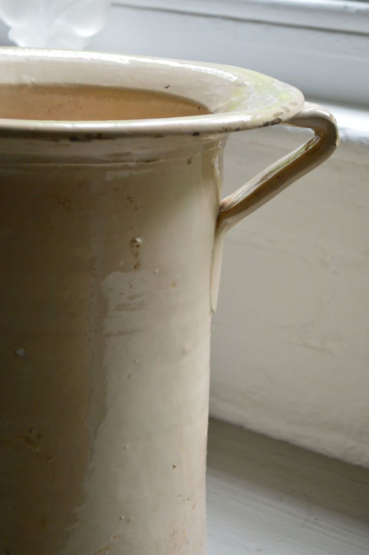 Vintage Italian ceramic pot.  Cream Glaze.