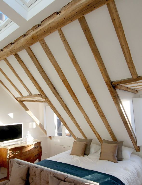 Oh goodness... Dem beams... Seriously love these attic-style rooms. I also love how bright it is. Just lovely.