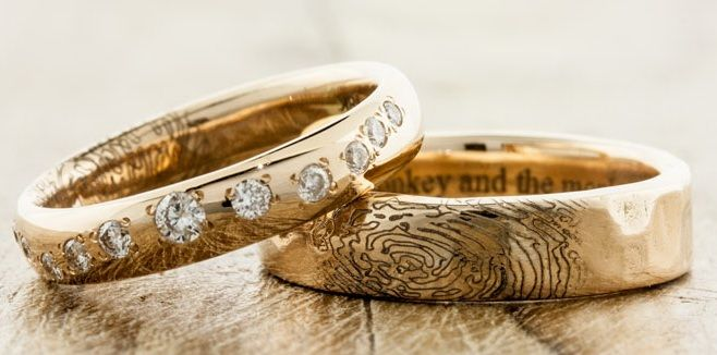 zoloto.com.ua Time of Diamonds Любые идеи гравировки колец! Отпечатки пальцев супругов. http://zoloto.com.ua/engraving