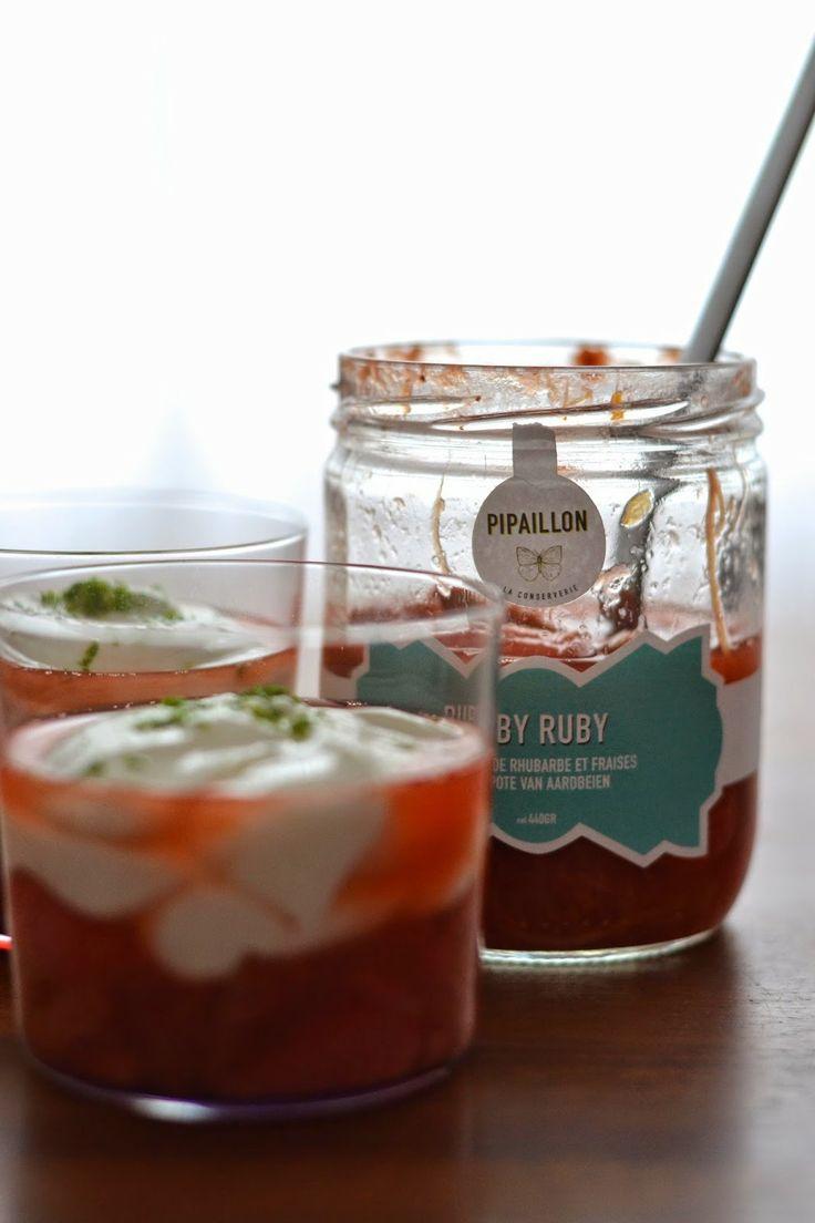 Dessert à la compote de rhubarbe et fraise