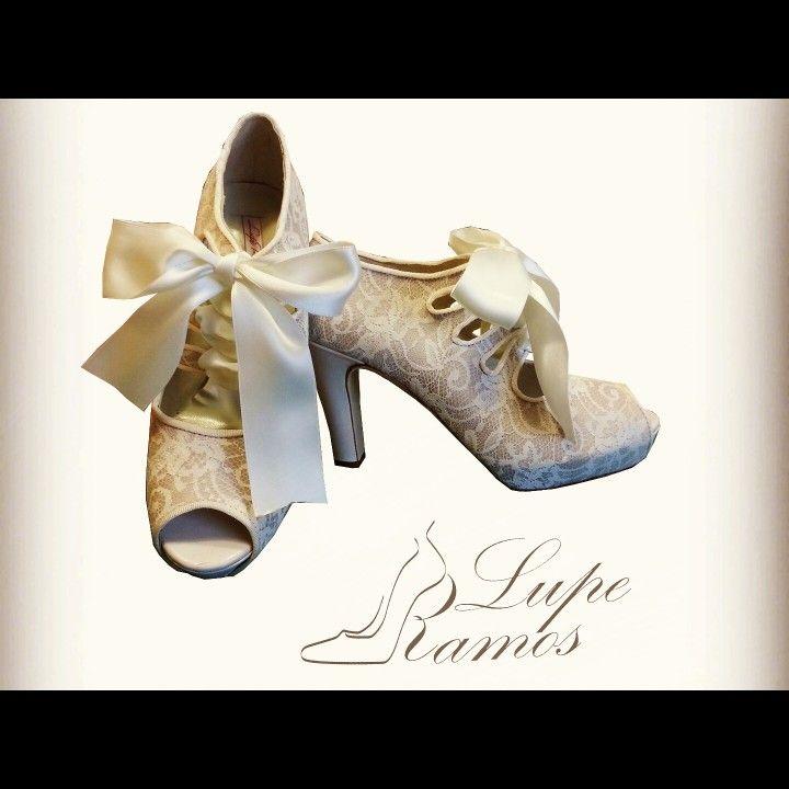 Sé la invitada o la novia con los zapatos más bonitos de todo Madrid! Y no te los quitarás!  #Luperamos #zapatospersonalizados #hechosamano #bridge #handmade