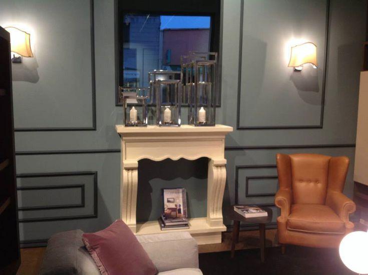Faux fireplace Camino decorativo in polistirolo e resina realizzato per showroom in Milano. Disponibile su www.materik.it #caminofinto #caminifinti #caminoclassico