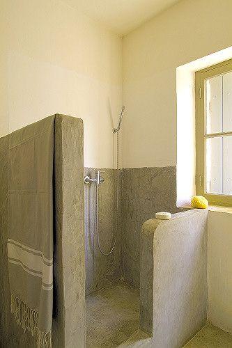 Dit willen we in badkamer, en dan lichtgroene tegel op de vloer. raam richting slaapkamer moet een oud raam zijn met ruitjes  Half concrete wall
