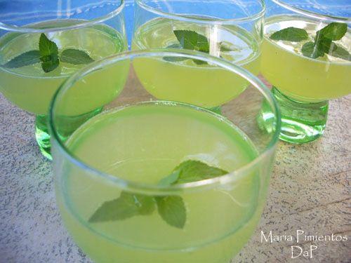 Licor de melón. Receta paso a paso, con ingredientes, fotos de la elaboración, trucos y recomendaciones nutricionales y de servicio. Licor de melón. Recetas ...