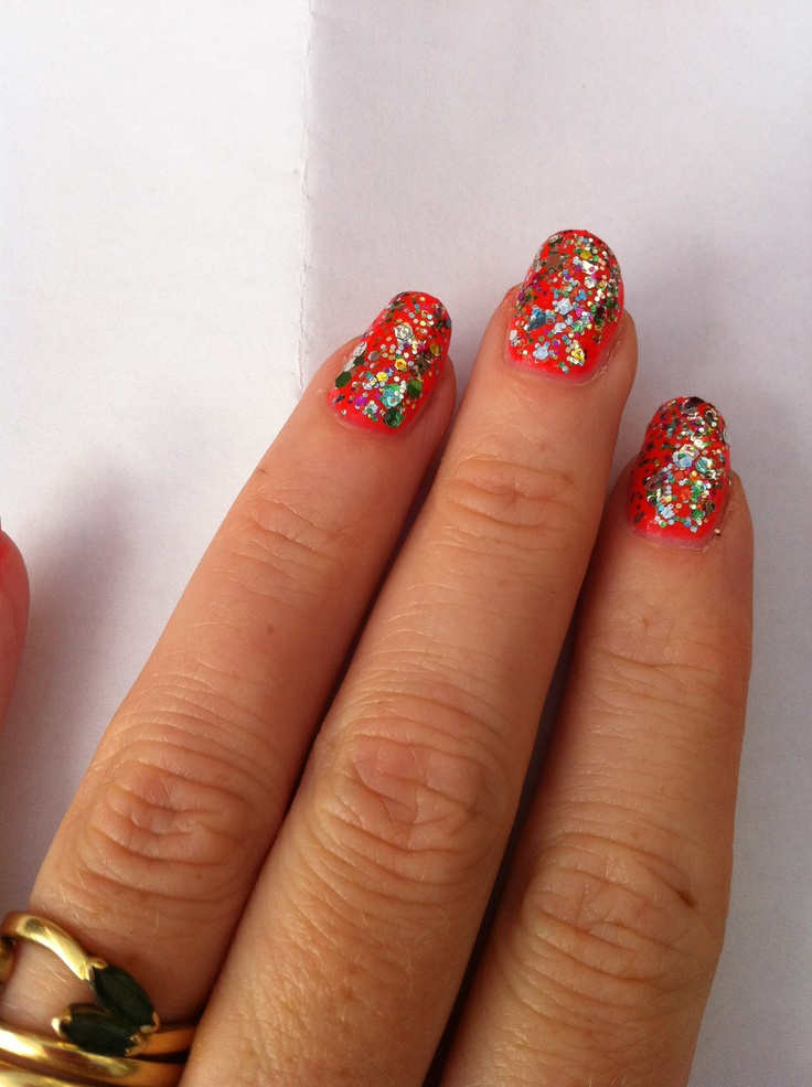 when I go to a wedding I like to sparkle with glittery nails