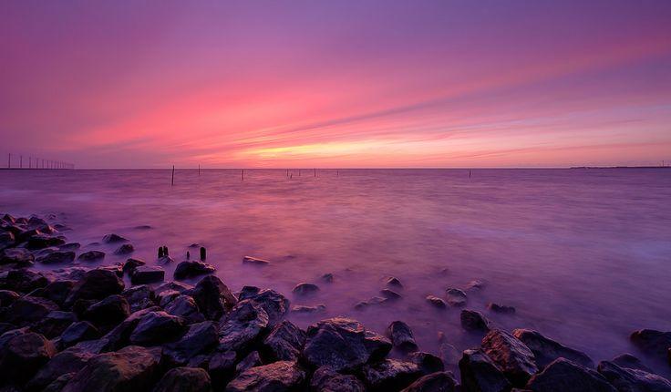 https://flic.kr/p/Fsm1JY   Magical sunset   Een werkelijk magische zonsondergang bij het IJsselmeer bij de Ketelbrug. Moest voor mijn werk naar Nieuwegein die dag en op de terugweg dit cadeautje van Moeder Natuur... Genieten met een grote G!  A magical sunset at the IJsselmeer near the Ketelbrug. Enjoy!  Thanks to everyone who takes the time to comment and/or fave.  Fuji X-E2 + Fujinon 10-24mm at 10mm, f/16, 8 sec. exposure at ISO 200, Lee ND 0.9 filter and 0.6 hard grade.  © Koos de Wit…
