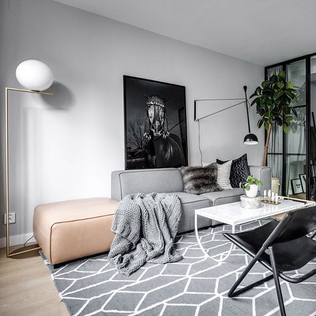 The ever popular grey felt + tan leather combo on the Carmo sofa - via planete-deco.fr #boconcept #carmosofa #scandistyle #boconceptathome