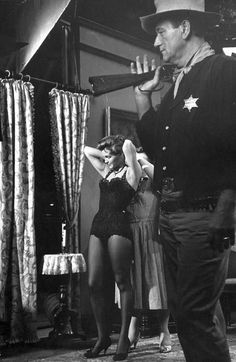 angie dickinson rio bravo   Go Behind the Scenes on Real Hollywood Film Sets From the Age of Hail ...