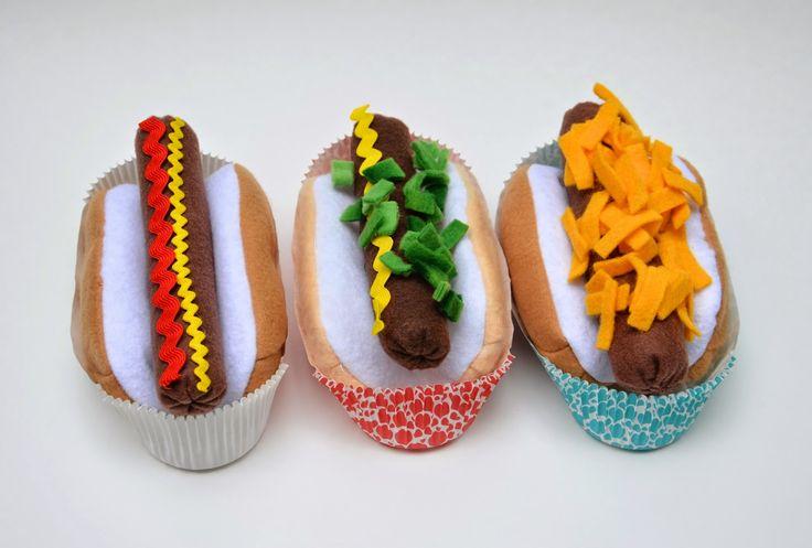 ikat bag: Hot Dog! - tutorial and pattern to make felt hot dogs