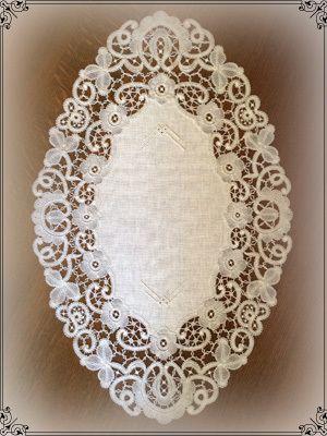 *Au point du plaisir* bobbin lace, bruges flower work