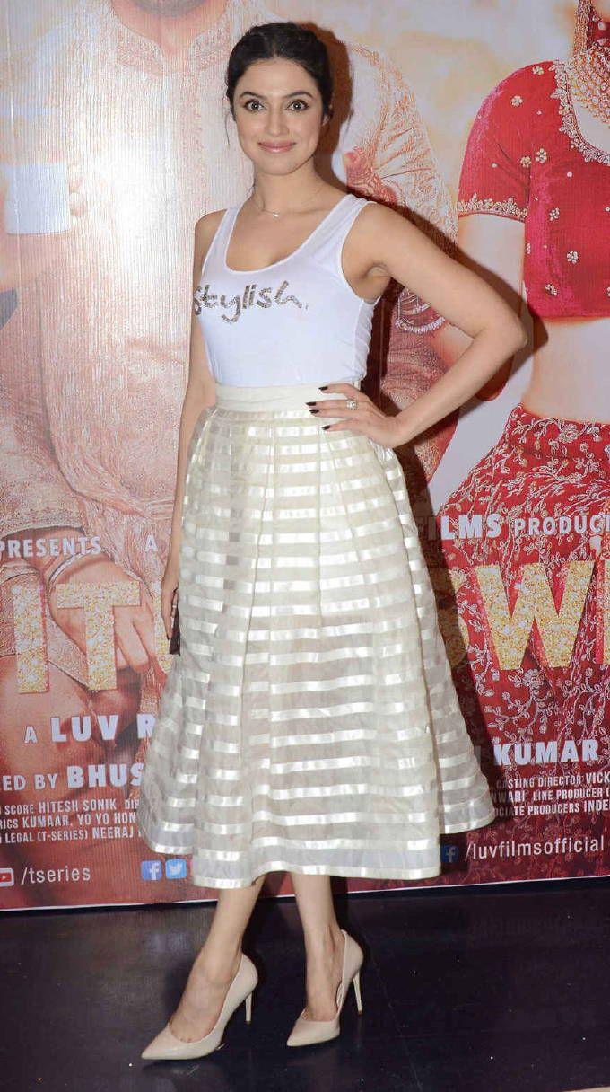 Model Divya Khosla Kumar Hot In Sleeveless White Top in