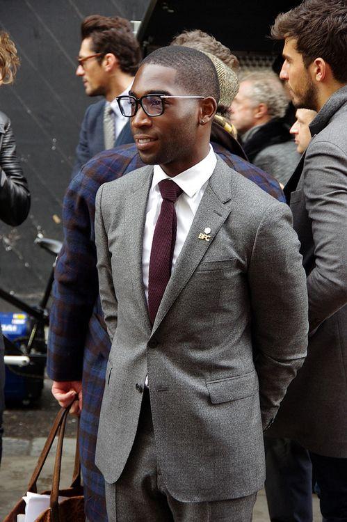 グレースーツ×ボルドー色ニットタイ | No:58833 | メンズファッションスナップ フリーク - 男の着こなし術は見て学べ。