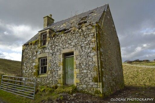 Ideal fixer upper. Ruined house