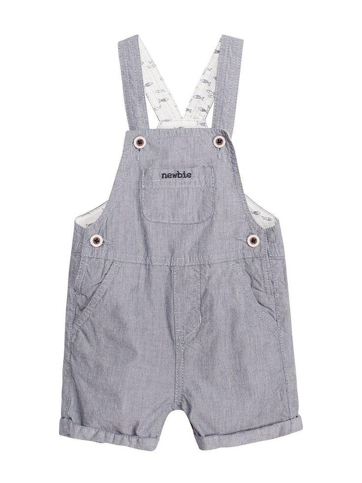 Smalrandiga shorts med fasta hängslen med knappar. Shortsen har liten ficka med broderad Newbie-logo framtill och är tillverkade av 100% ekologisk bomull. Spana in alla våra nyheter från Newbie!