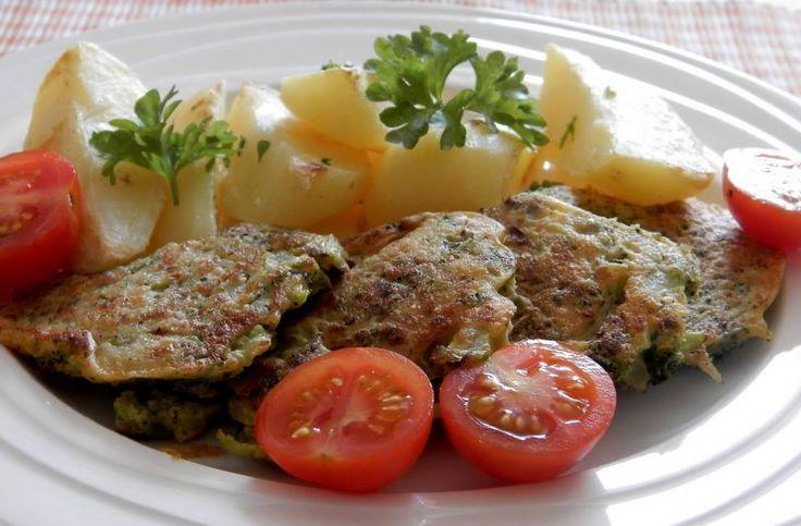 Kytičkový den -  Brokolicové placičky- brokolici uvaříme v osolené vodě, nabrobno nasekáme, přidáme hladkou mouku, žloutek, trochu sojového mléka , uděláme těstíčko a lžicí nabíráme a pečeme na vymazané pánvi. Podáváme s bramborem.