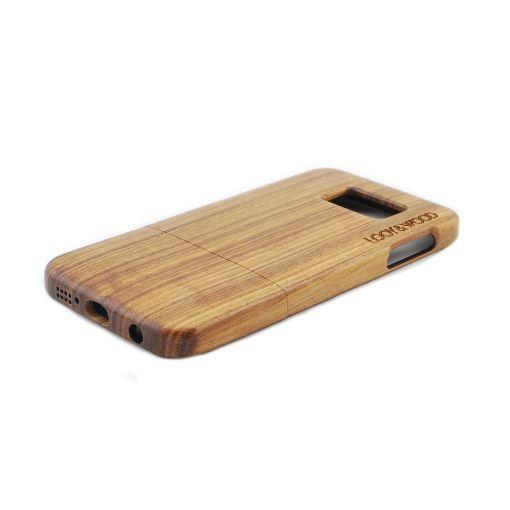 Wil jij jouw nieuwe Samsung Galaxy S6 stijlvol beschermen? Dan is ons houten telefoonhoesje Atacama iets voor jou. Het Zebra hout geeft dit hoesje een hele natuurlijke en stoere look. Daarnaast zorgt de perfecte pasvorm van dit hoesje ervoor, dat deze naadloos op jouw Galaxy S6 aansluit. Hierdoor is jouw telefoon perfect beschermd!