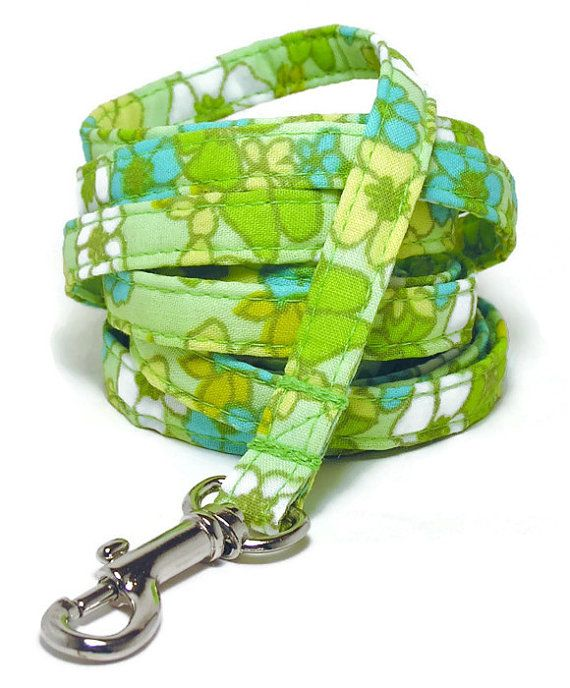 XS Leash  Retro Flowers on Green   3/8 wide XS 4 or by PawsnTails, $23.00