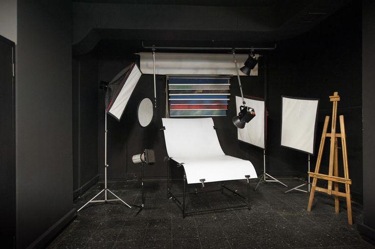 Blackout Studio - Kiralık Fotoğraf Stüdyosu Mecidiyeköy / Still life, portre, büst, headshot, 3/4 çekimlere uygun, 7 metre çekim mesafeli küçük stüdyomuz