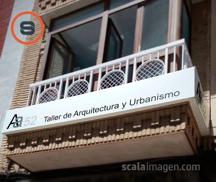 Rótulo luminoso construido en metacrilato blanco opal. Cliente Aa 52 Taller de Arquitectura y Urbanismo, ubicado en Lorca, Murcia. Fabricación y montaje, www.scalaimagen.com