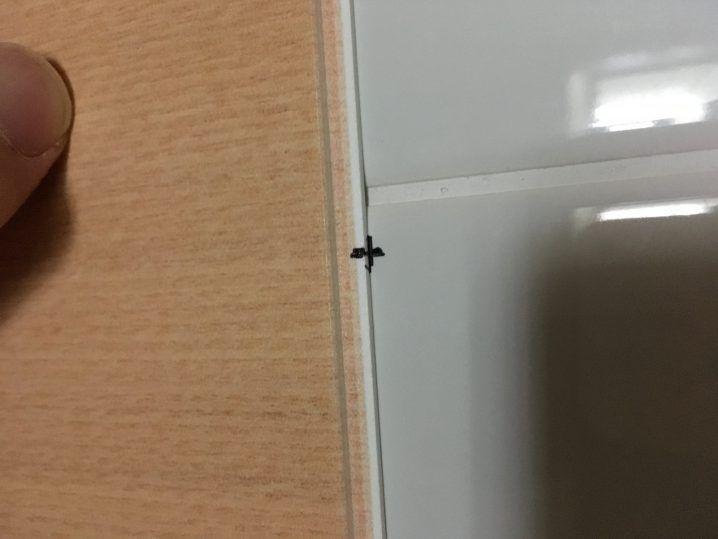 アルパレージ貼り付けのための工夫 マーキング 浴室 タイル 壁