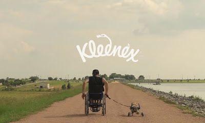 La compañía de pañuelos desechables Kleenex, lanzó recientemente un emotivo spot con el cual seguramente iremos corriendo a buscar nuestros pañuelos para secarnos las lágrimas que esta campaña producirá.  Fuente: http://bit.ly/1faZ3kP