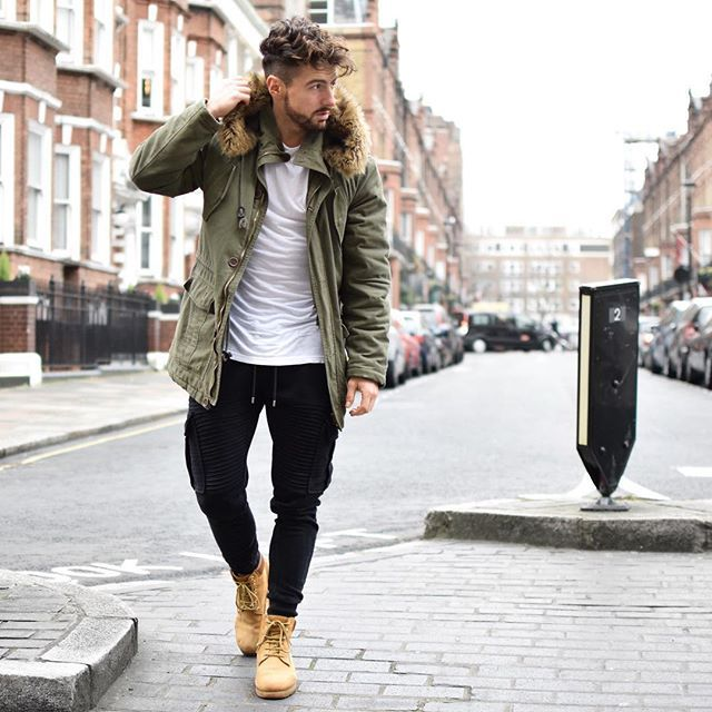 Messy hair, timbs® and parka~  Enjoy your day   __________  #style #hair #parka #fashion #rowanrow #londonstreets #streetstyle #timberland #ootd