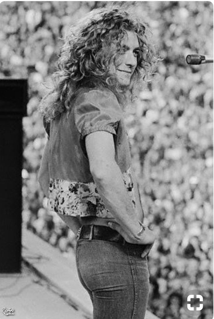 robert plant photographed recently - 736×1093